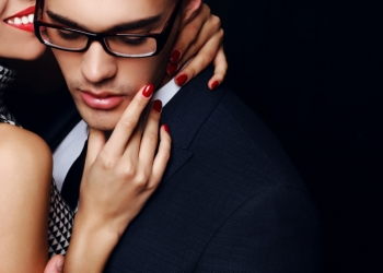 Τι σκέφτεται ένας άντρας στα ερωτικά του, ανάλογα με το ζώδιό του!