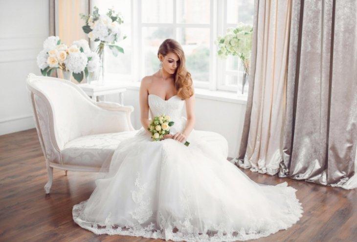 Η νύφη ετοιμάζεται για τον γάμο της. Τι θα κάνει με τις ετοιμασίες;